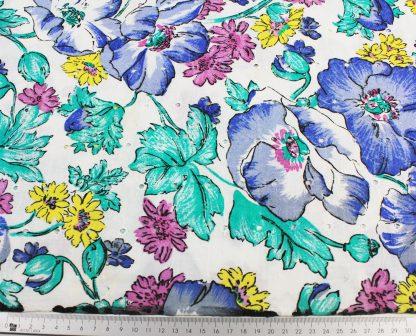 Gestickter Batiststoff mit Blumenmuster bedruckt weiß/bunt - 50-027-337
