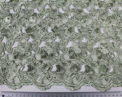 Hochwertige Organza Stickerei / Spachtelspitze mit Bogenkante grün - 55-019-010