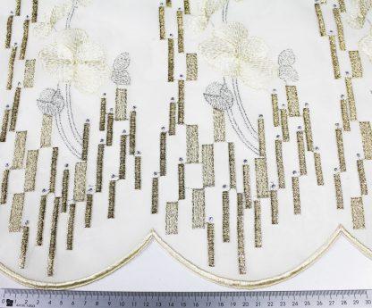 Goldene Stickerei auf Organza weiß- 56-010-347