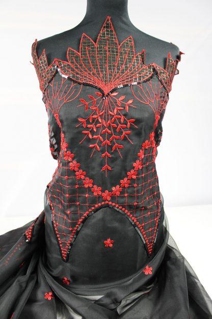 Design Haute Couture Stickerei auf Organza schwarz / rot - 56-011-224