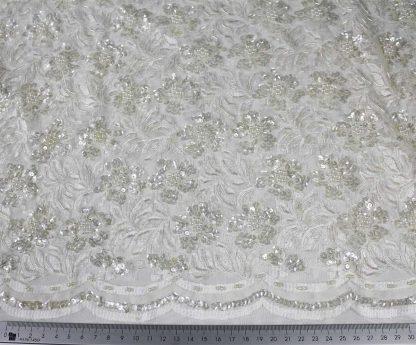 Aufwendig von Hand bestickte Spitze mit Perlen und Pailletten ecrue - 74-003-003