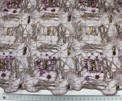 Künstlerisch von Hand bestickte moderne Französiche Spitze gold / lila / hellblau - 74-005-456